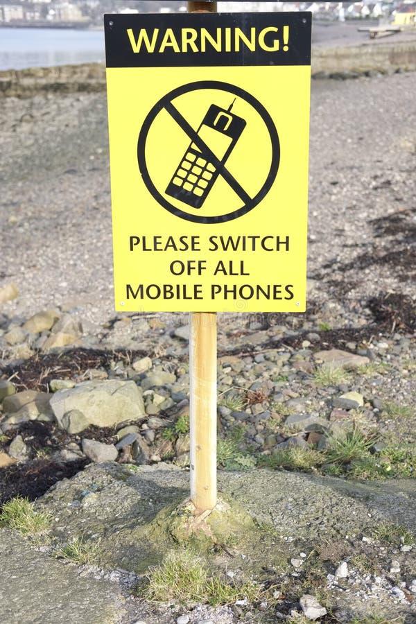 请警告关闭所有手机黄色黑色标志 库存图片