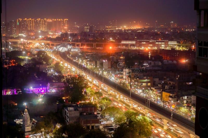诺伊达,德里,grugaon空中都市风景射击在黄昏晚上 免版税库存图片