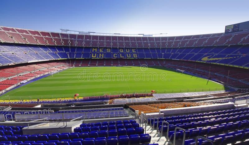 诺坎普足球或橄榄球场在巴塞罗那市,西班牙 宽看法 免版税库存图片