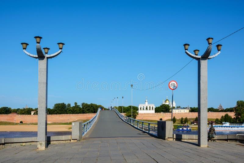 诺夫哥罗德伟大,步行河上的桥 免版税库存图片