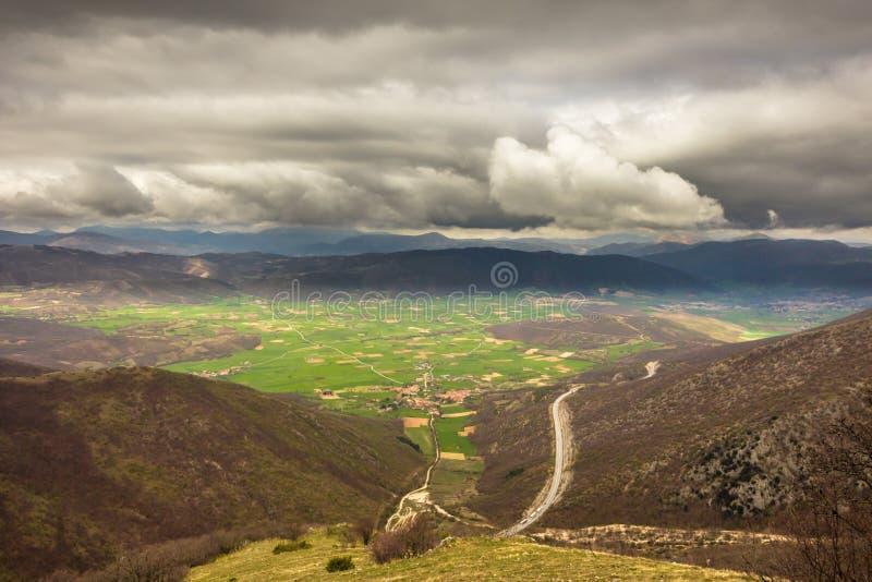 诺尔恰,意大利谷的看法,在ju的一个风雨如磐的早晨 免版税库存图片