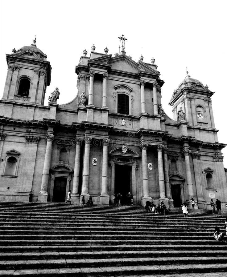 诺托西西里岛意大利历史老步正方形黑色丝毫教会  免版税图库摄影