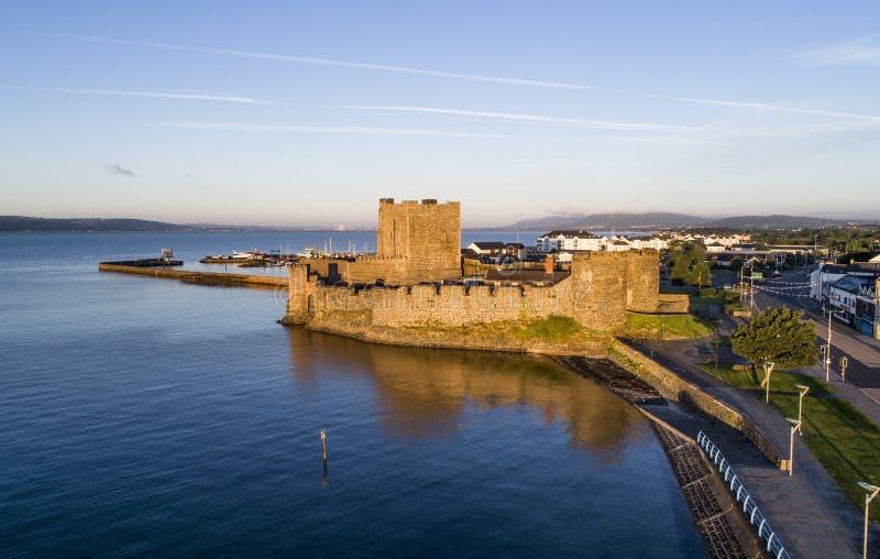 诺曼底人在贝尔法斯特附近的Carrickfergus城堡 库存照片