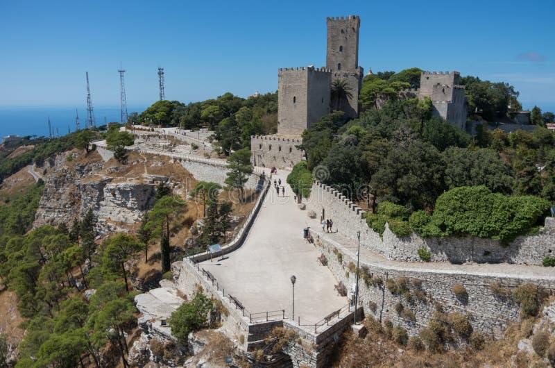 诺曼底城堡的看法在埃里切, Sici告诉了Torri del Balio 免版税库存图片