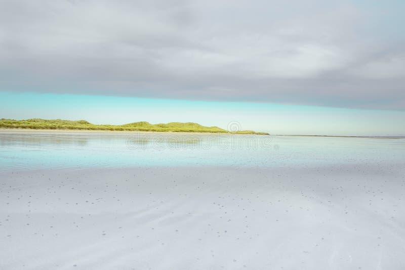 诺森伯兰角与浪潮的海滩风景 免版税图库摄影