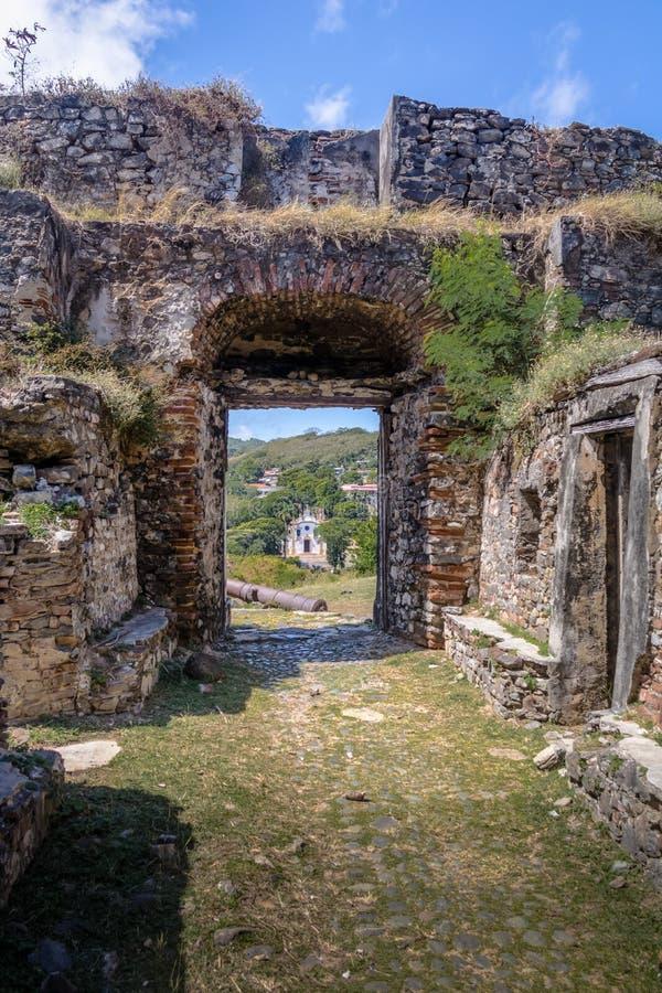 诺萨Senhora dos Remedios堡垒,维拉dos Remedios和诺萨Senhora dos Remedios教会-费尔南多・迪诺罗尼亚群岛,巴西 免版税库存图片
