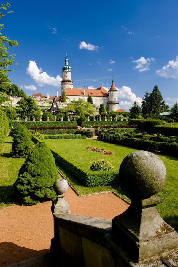 诺韦梅斯托与庭院的nad Metuji,捷克城堡  免版税库存图片