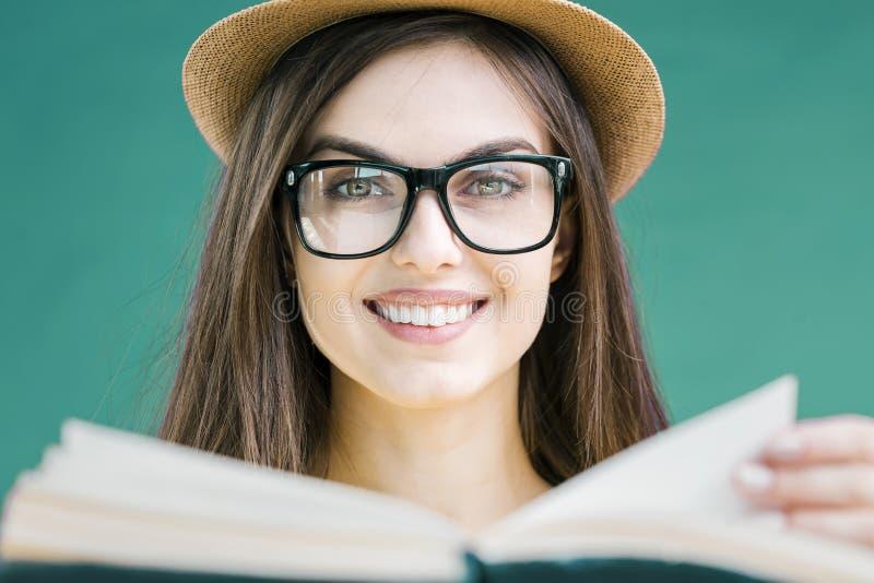 读书女孩画象  图库摄影