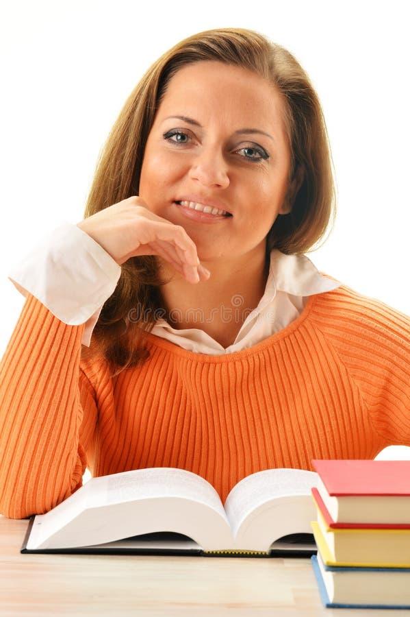 读书的妇女。 女学生了解 免版税库存照片