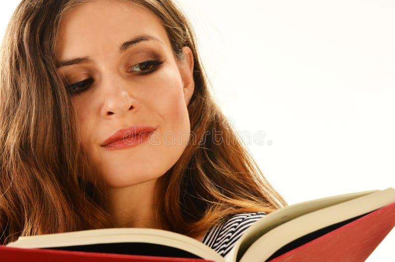 读书的少妇查出在白色 免版税图库摄影
