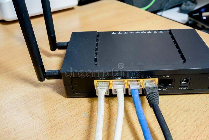 调制解调器路由器与缆绳连接的网络插孔 库存照片