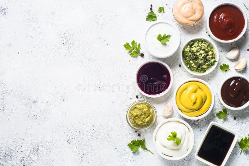调味汁集合分类-蛋黄酱、芥末,番茄酱和其他o 库存图片