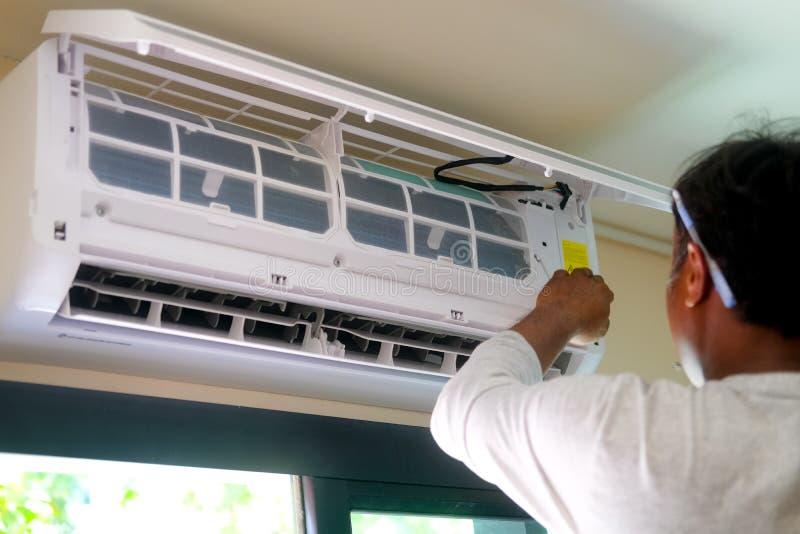 调整器空调系统设置一新的空调 免版税库存照片