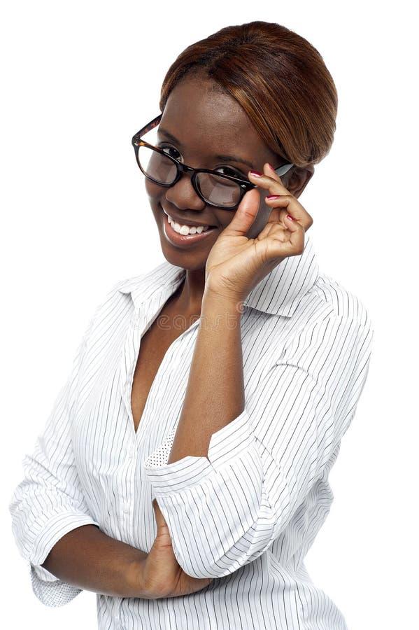 调整她的景象的非洲女性执行委员 库存图片