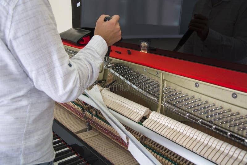 调整您的钢琴 免版税库存图片