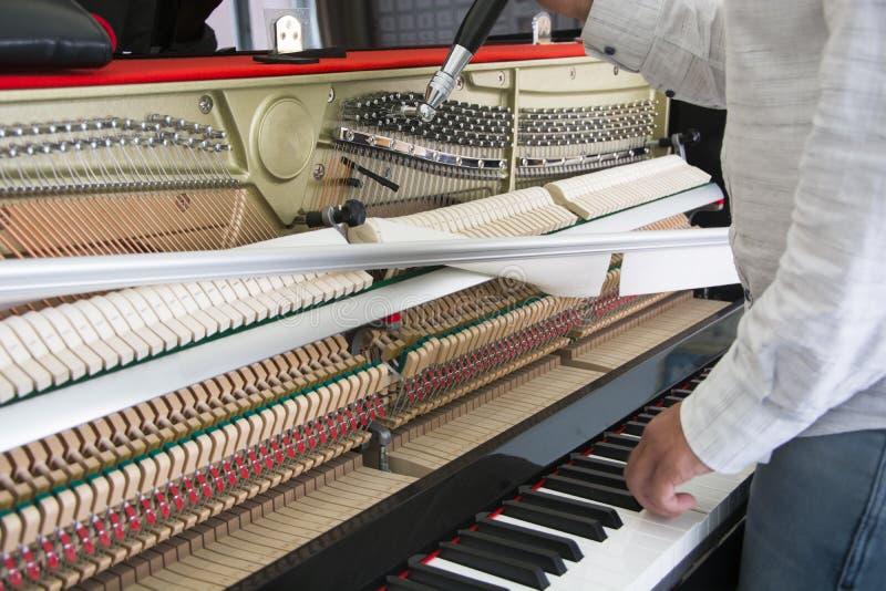 调整您的钢琴 免版税库存照片