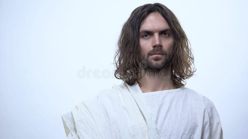调查照相机的亲切的耶稣反对白色背景,在神的信念,宗教 库存照片