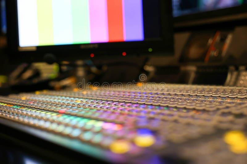 调转工在演播室电视台、音频和录影Productio按 图库摄影