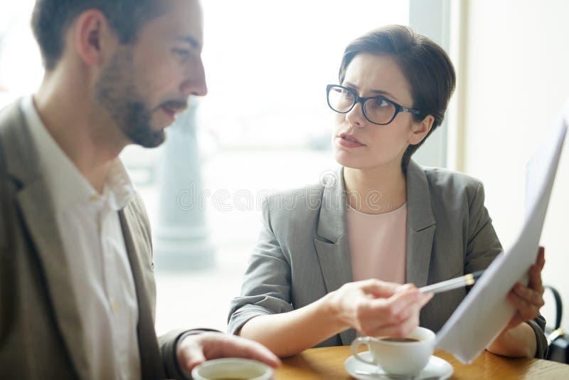 谈判与伙伴 免版税库存图片