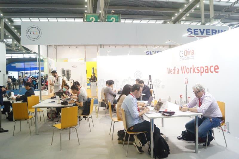 谈论休息地方的深圳大会和会展中心  免版税图库摄影