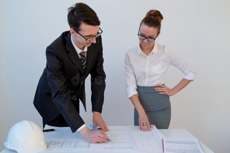 谈论的建筑师计划 免版税库存图片