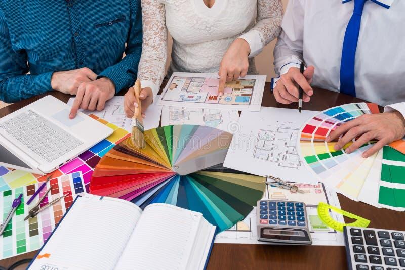谈论设计师的队颜色取样器,绘画 图库摄影