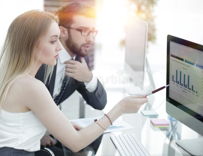 谈论高级管理人员和的雇员财政文件 免版税库存图片