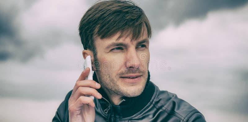 谈话一个的商人的画象与刺毛的在他的面孔  免版税图库摄影
