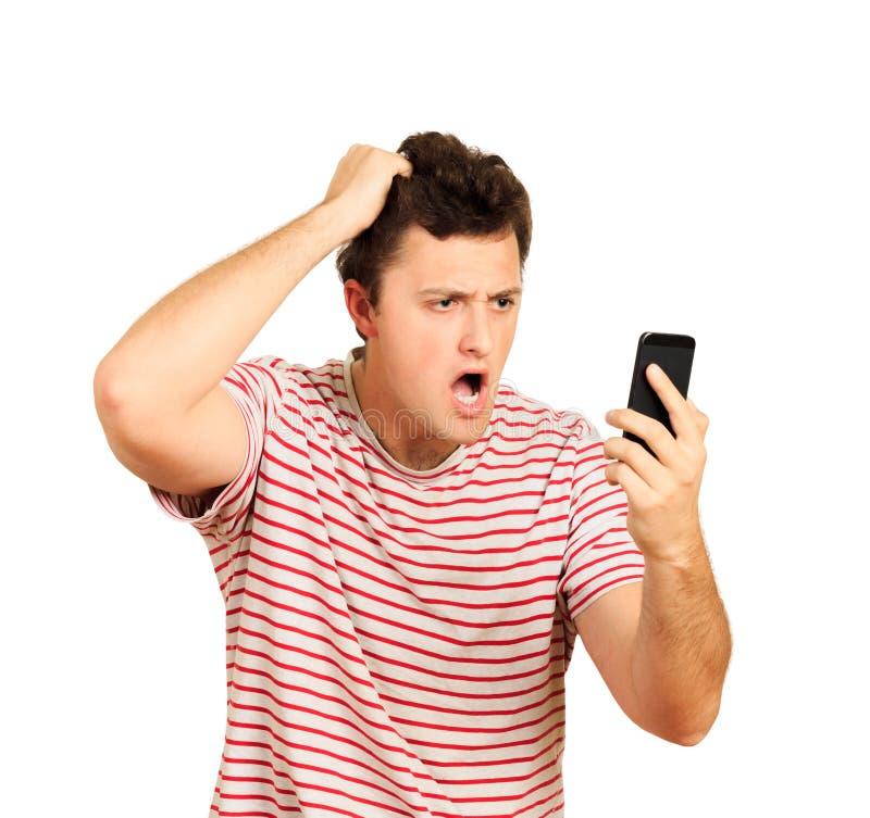 谈话在手机和坚持头的恼怒的年轻人 白色背景的情感人 库存图片