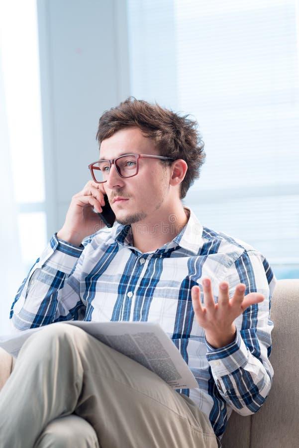 谈话在智能手机 免版税库存图片