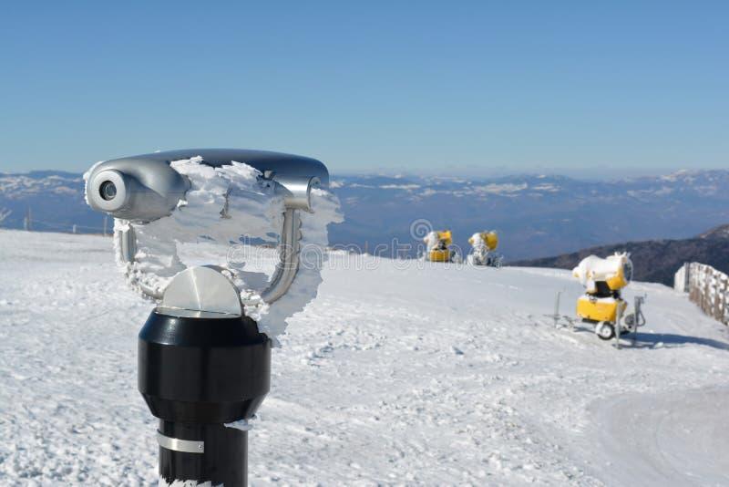间谍观察机器和雪枪 免版税库存照片