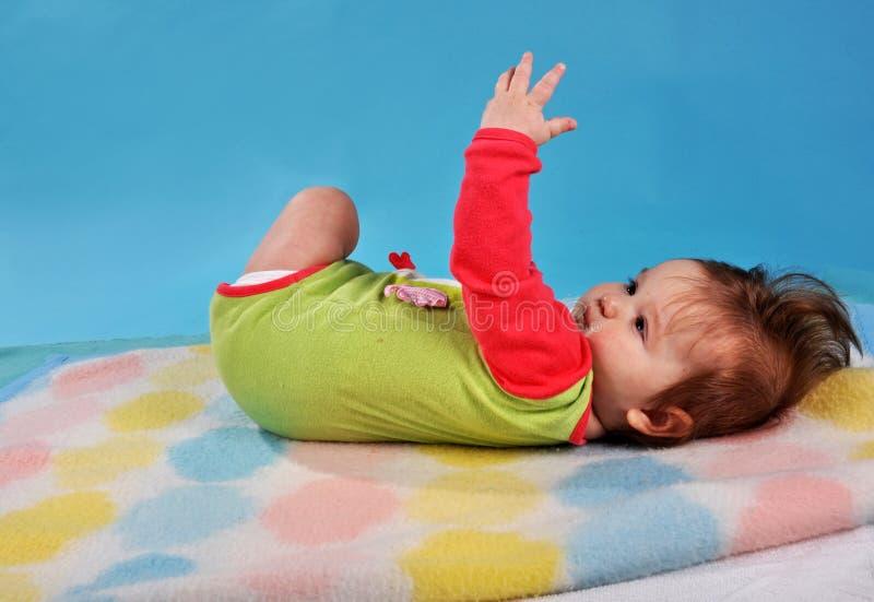 说谎的婴孩  免版税库存图片