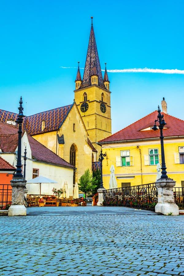 说谎者跨接和路德教会的大教堂,锡比乌,特兰西瓦尼亚,罗马尼亚 免版税库存照片