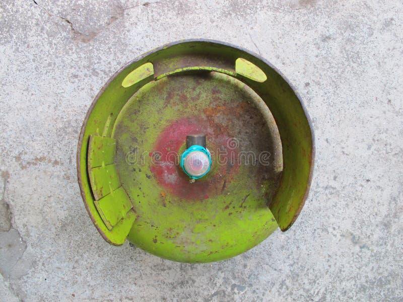谏义里,印度尼西亚- 2018年12月01日:Pertamina LPG汽油箱,顶视图 免版税库存照片