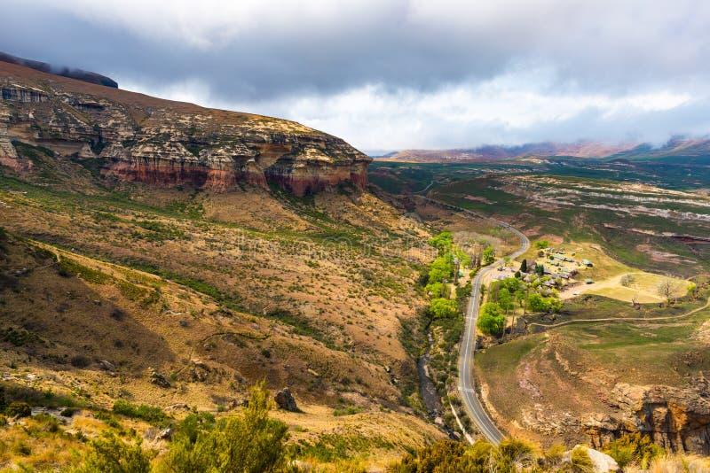 谷、峡谷和岩石峭壁在庄严金门高地国家公园,剧烈的风景,旅行目的地在S 免版税图库摄影