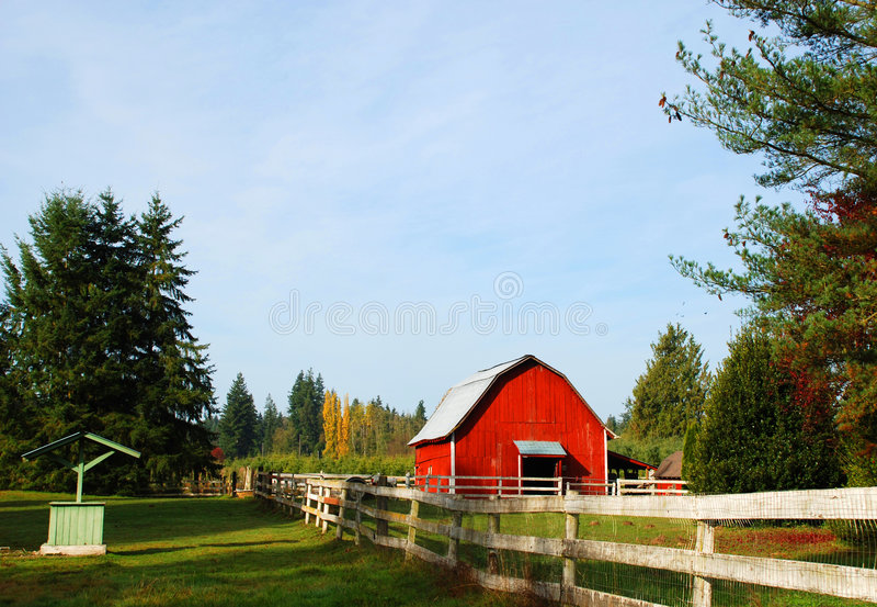 谷仓范围老红色 库存图片