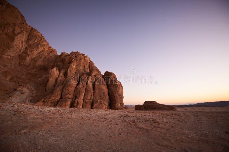 谷在有山的西奈沙漠 库存照片