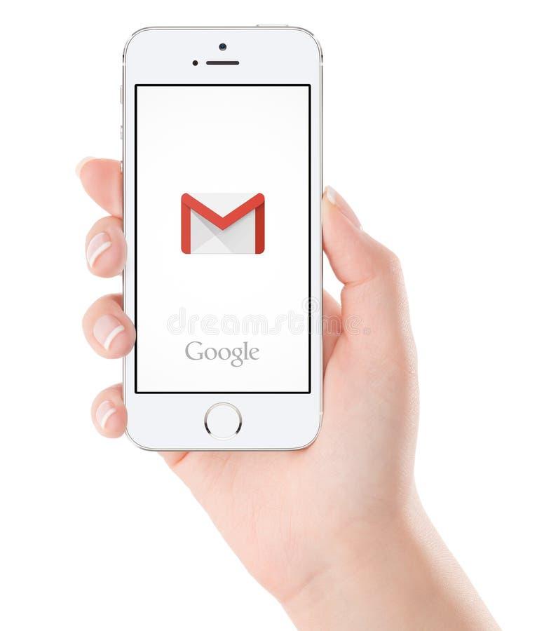谷歌Gmail在白色苹果计算机iPhone 5s显示的应用商标 库存照片