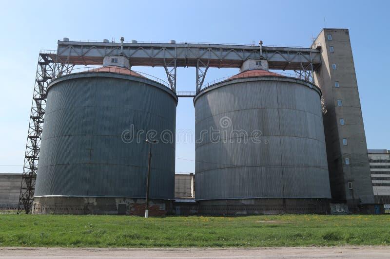 谷物仓库:农业工厂设备 图库摄影