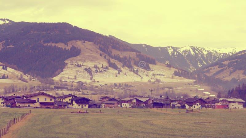 谷美好的风景在高山山的,采取观点o 库存图片