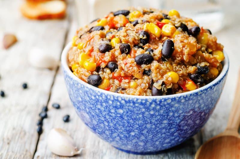黑豆、奎奴亚藜和玉米辣椒 免版税库存照片