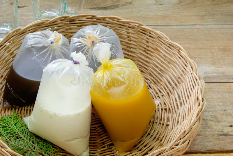 Download 豆奶 库存图片. 图片 包括有 本质, 制动手, 谷物, 早晨, 可口, 营养, 脉冲, 牛奶, 木头, 乳脂状 - 59107201