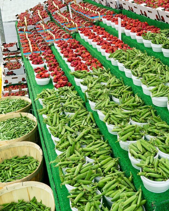 豆市场草莓 库存图片