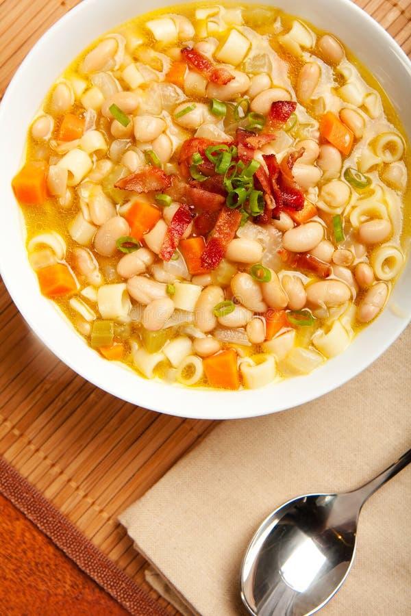 豆意大利面食汤白色 免版税库存图片
