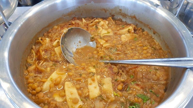 豆类汤,黎巴嫩烹调 赛达市,黎巴嫩 库存照片