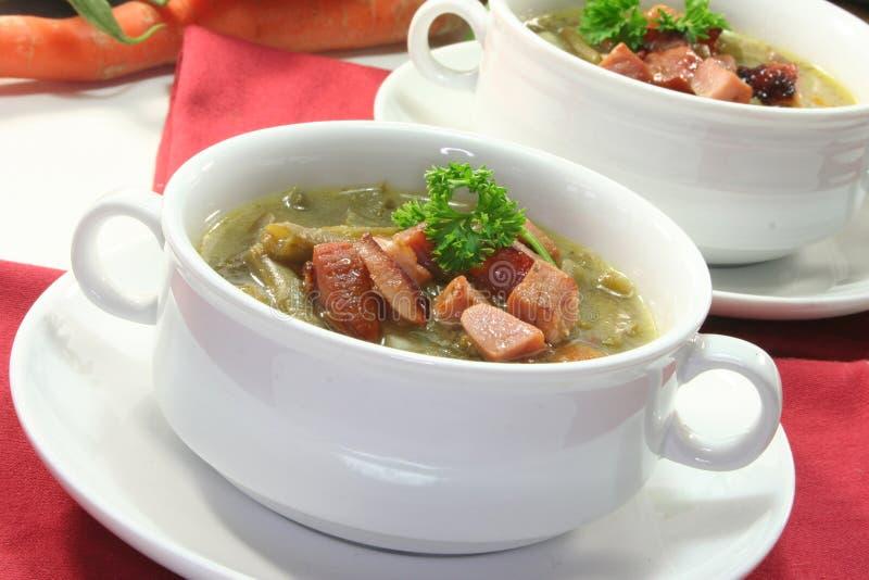 豆绿色炖煮的食物 免版税库存图片