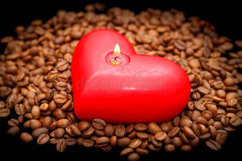 Download 豆蜡烛咖啡红色 库存图片. 图片 包括有 投反对票, 食物, 红色, 背包, 图象, 原始, 对象, 水平 - 15693865