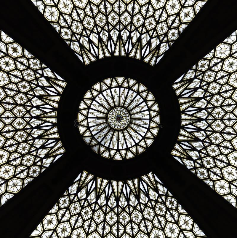 象一个岗位大厦的玻璃天花板的坛场在巴塞罗那 免版税库存图片