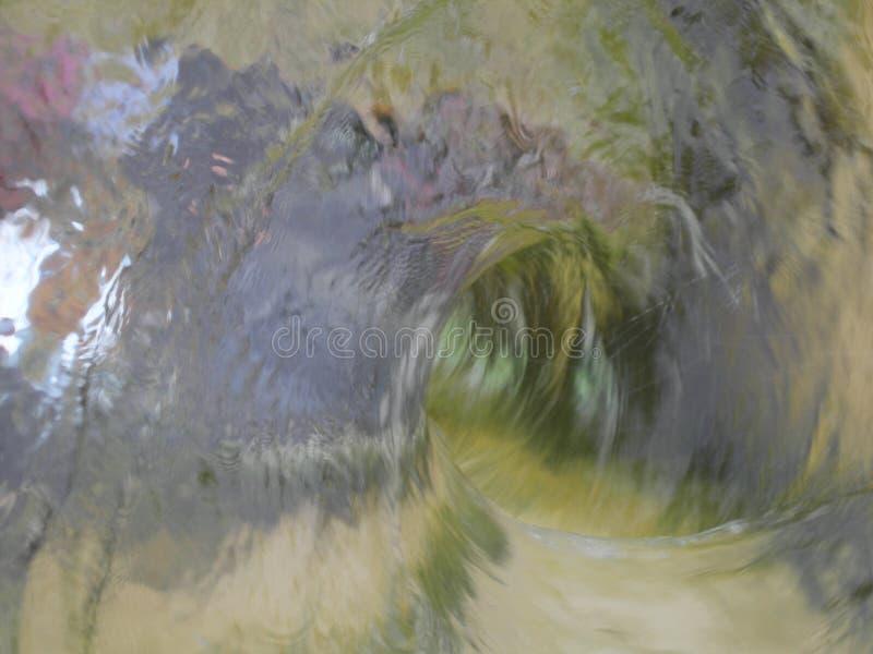 象一个方式的水漩涡对未知数与反射 免版税图库摄影