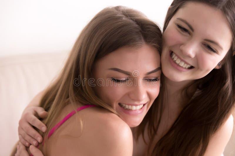 画象两个愉快少妇拥抱 库存照片